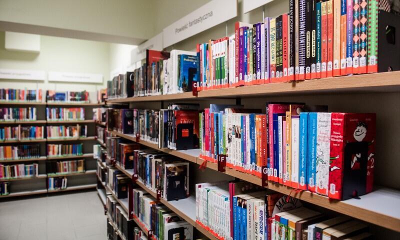 Do końca września czekają nas trzy spotkania wokół książek w trzech filiach: w Bibliotece Manhattan (Wrzeszcz), Bibliotece na Fali (Przymorze) oraz Bibliotece Babie Lato (Przymorze)