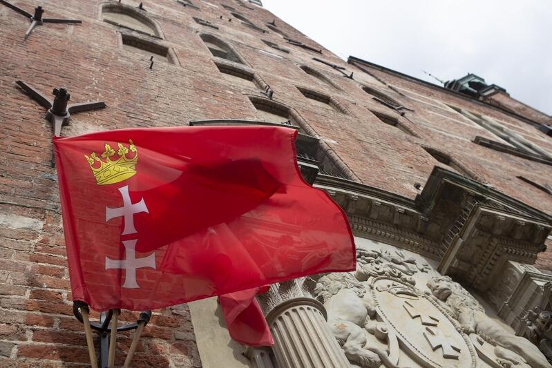 Flaga Gdańska na Ratuszu Głównego Miasta