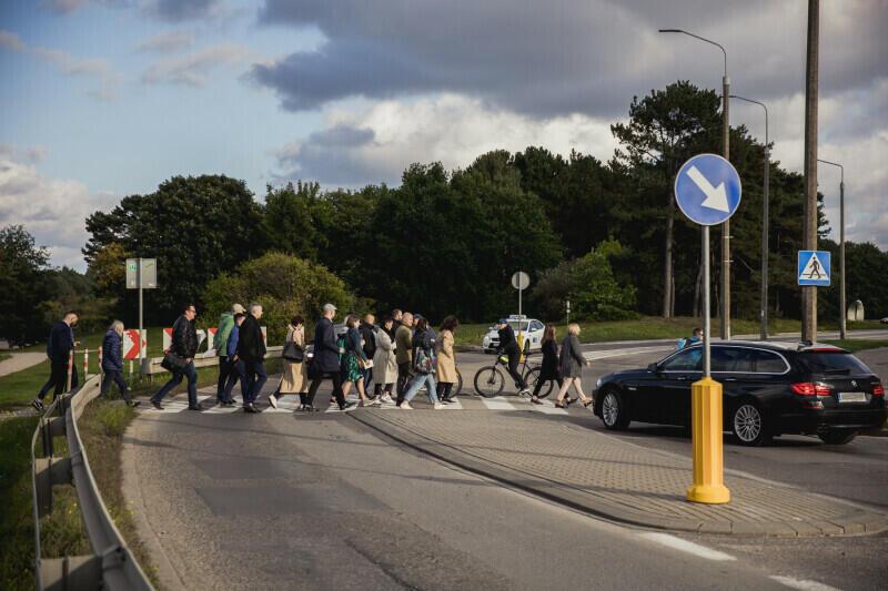 Zdaniem radnych dzielnicy, to przejście dla pieszych przy ul. Jagiellońskiej nie należy do bezpiecznych ze względu na ograniczoną widoczność kierowców w tym miejscu