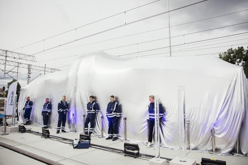 Polska lokomotywa wodorowa od bydgoskiej PESY - przed premierą ukryta przed oczami zwiedzających TRAKO
