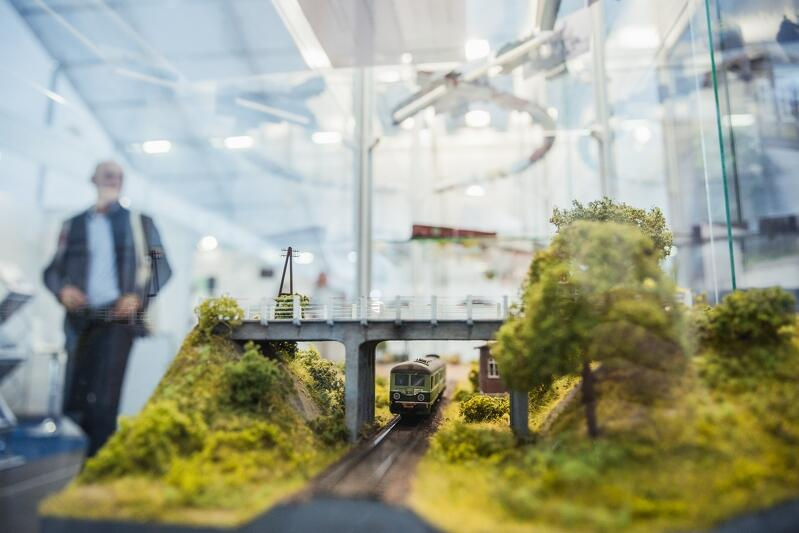 Wśród stoisk zdecydowanie przeważają te branżowe, techniczne, ale - także wielbiciele kolei w miniaturze znajdą na TRAKO coś dla siebie...
