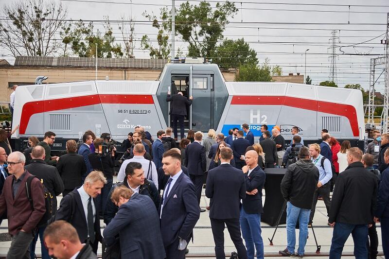 Lokomotywa wodorowa SM42-6Dn po premierze podczas 14. targów kolejowych TRAKO w Gdańsku