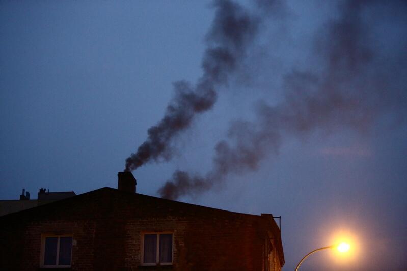 Podczas wrześniowego kolegium niektóre radne dzielnic zwracały uwagę na powracający problem palenia w piecach węglowych