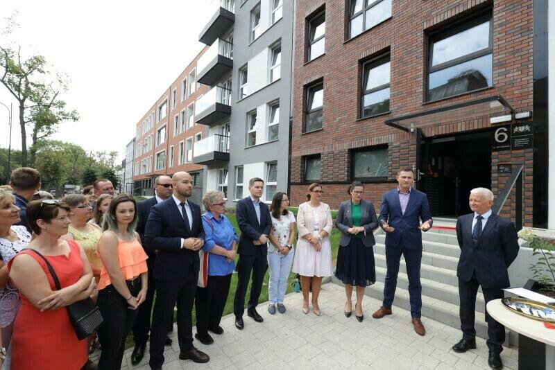 Uroczystość wręczenia kluczy do mieszkań w jednym z najładniejszych budynków postawionych przez TBS Motława - przy ul. Kieturakisa 6 na Dolnym Mieście (sierpień 2019 roku)