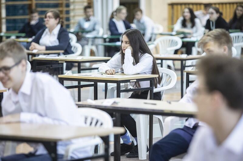 Zdjęcie archiwalne; Szkoła Podstawowa nr 48 na gdańskiej Zaspie. Egzamin gimnazjalny, kwiecień 2019 roku