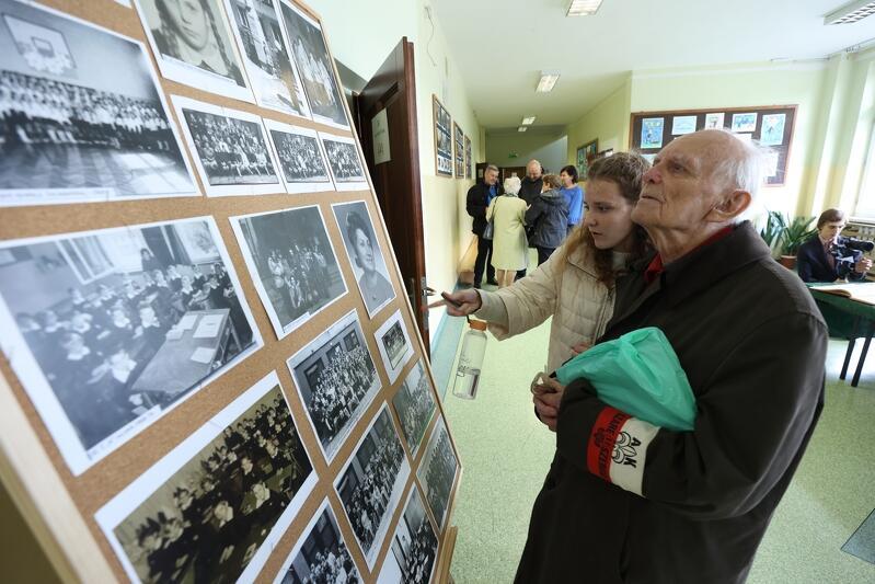 Obchody 60-lecia szkoły były okazją do zwiedzenia gmachu SP 65, zajrzenia w niemal każdy jej kąt, a także obejrzenia wystaw fotograficznych
