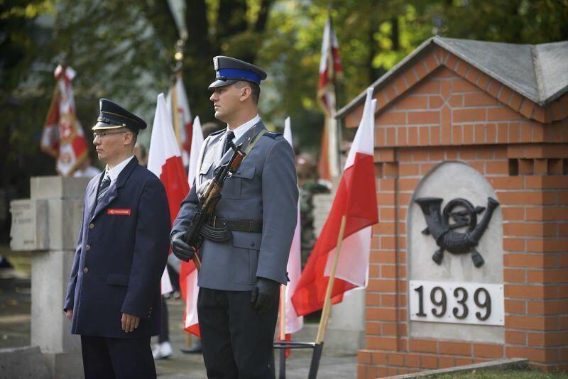 Uroczystości na cmentarzu na Zaspie organizowane są przez Miasto co roku, od trzech dekad. Nz. scena zarejestrowana w październiku 2018 roku