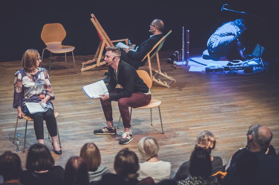 Reżyser spektaklu Adam Nalepa, ma on na swoim koncie m. in. szereg spektakli przygotowanych w Teatrze Wybrzeże i Teatrze Boto w Sopocie