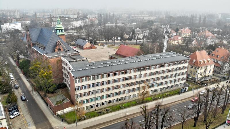 CONRADINUM to jedna z najbardziej zasłużonych szkół dla Gdańska, całego Pomorza i polskiego przemysłu okrętowego. Miasto wybuduje tam nowoczesne boisko dla uczniów