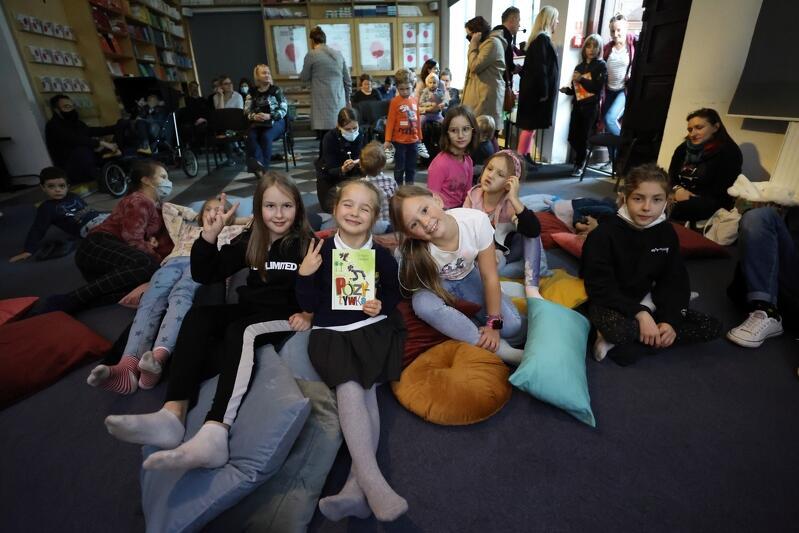 Festiwal Literatury dla Dzieci trwa od 5 do 9 października 2021 r. W programie wiele interesujących spotkań, warsztatów, projekcji filmowych, wystaw i czytanek. Na większość wydarzeń niestety nie ma już miejsc
