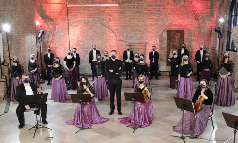Powołany do życia 1981 roku zespół wokalno-instrumentalny Capella Gedanensis, w 1992 otrzymał status instytucji kultury Miasta Gdańska, jako kontynuatora tradycji Kapeli Rajców Miejskich. Realizuje koncerty muzyki barokowej, klasycznej i współczesnej