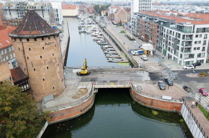 Most Stągiewny w Gdańsku. Po jego południowej stronie powstanie nowa część mariny