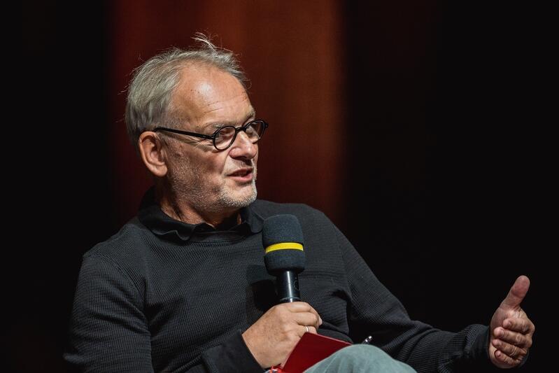 Prof. Tomasz Szkudlarek: - Demokracja bierze siłę z niepokoju, z konfliktu. Kryzysy są nieuniknione. Dzięki kryzysom wychodzimy na ulicę i mamy poczucie, że to jest coś ważnego