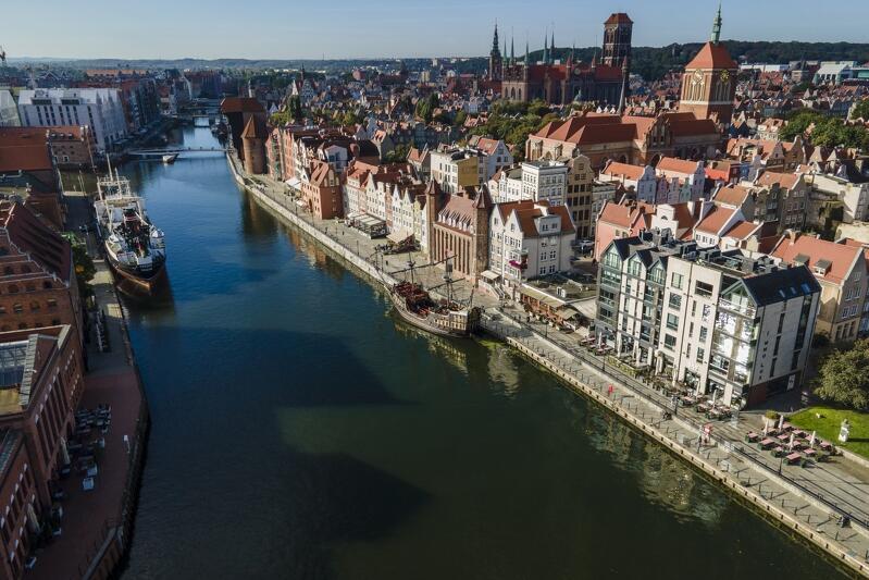 Krajobraz kulturowy tworzą wszystkie owoce działalności człowieka razem z elementami natury - Motława w Gdańsku i jej otoczenie z perspektywy drona