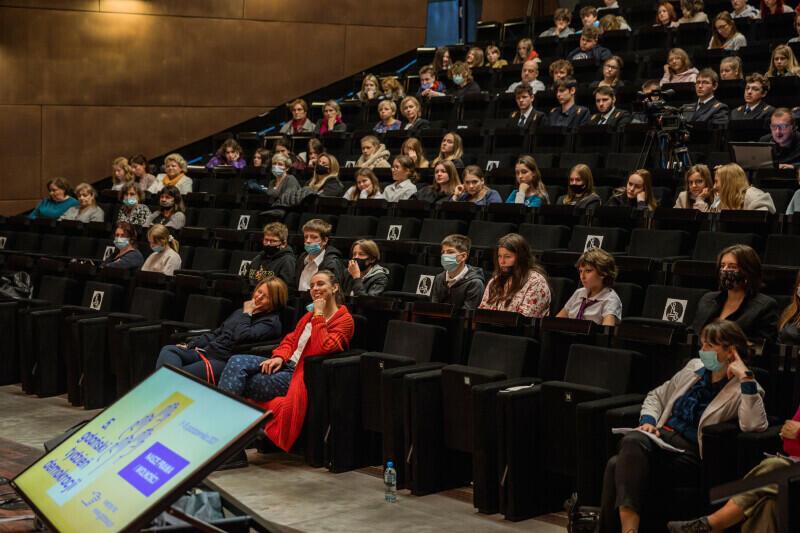 Szkolna młodzież spędziła w audytorium ECS prawie 100 minut - dzięki wiedzy i pasji wykładowców był to czas dobrze spędzony, nie było miejsca na nudę