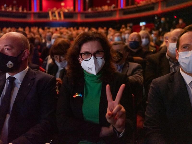Prezydent Gdańska Aleksandra Dulkiewicz podczas zgromadzenia samorządowców z całej Polski w Teatrze Roma