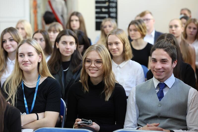 Uczniowie klas pierwszych - najmłodsze pokolenie uczniów 95-letniej gdańskiej szkoły...