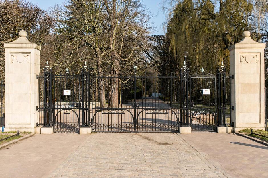 Zamknięte wejście do Parku Oliwskiego