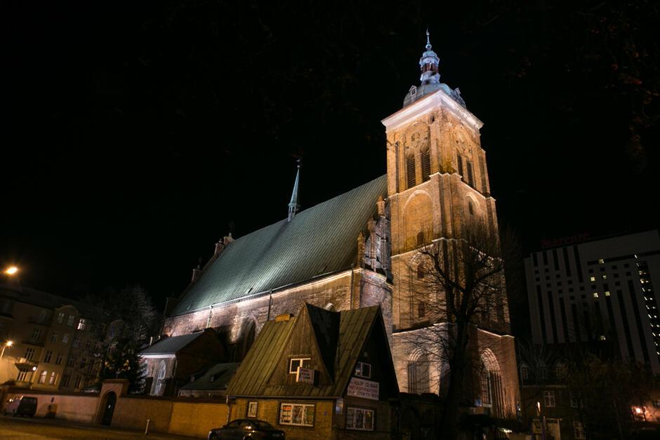 Iluminacja kościoła św. Bartłomieja z wykorzystaniem metody cieniowania