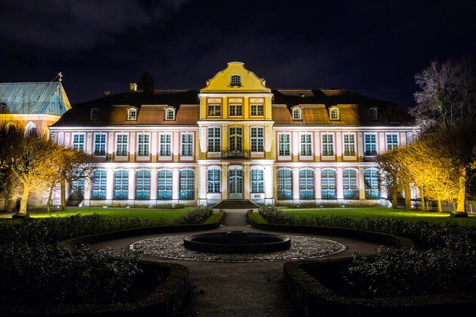 Iluminacja Pałacu Opatów w Parku Oliwskim