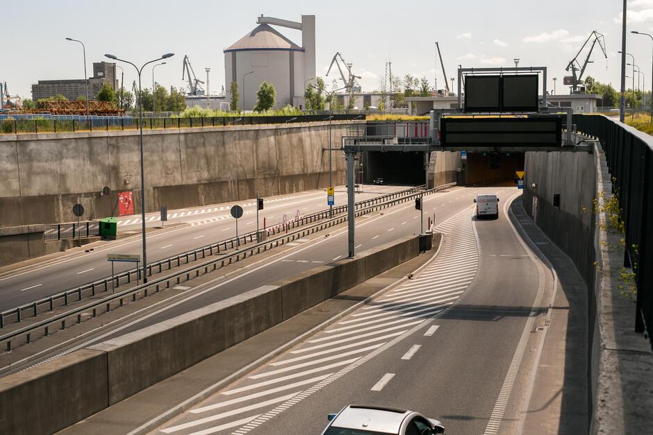 Łącznica z ronda Marynarki Polskiej do wjazdu do Tunelu pod Martwą Wisłą