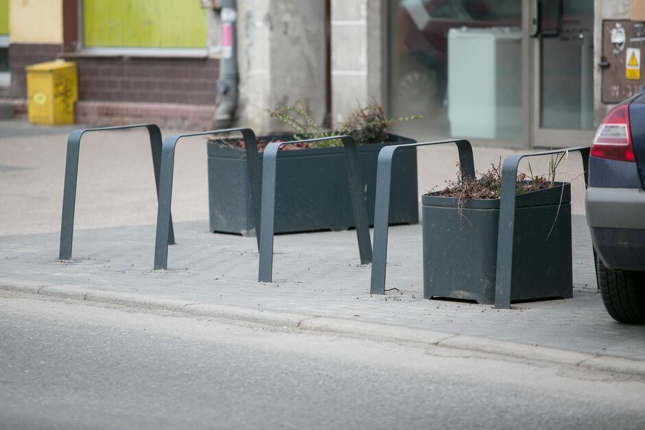 Stojaki na rowery oraz słupki wygradzające zamontowane zostaną na ulicach Wrzeszcza do końca listopada