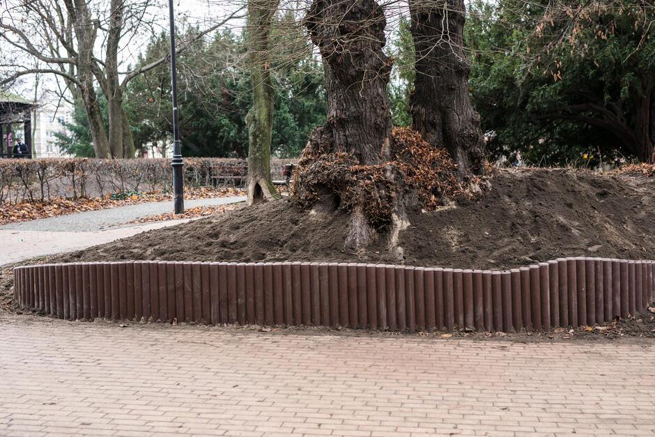 Nowa palisada w Parku Kuźniczki