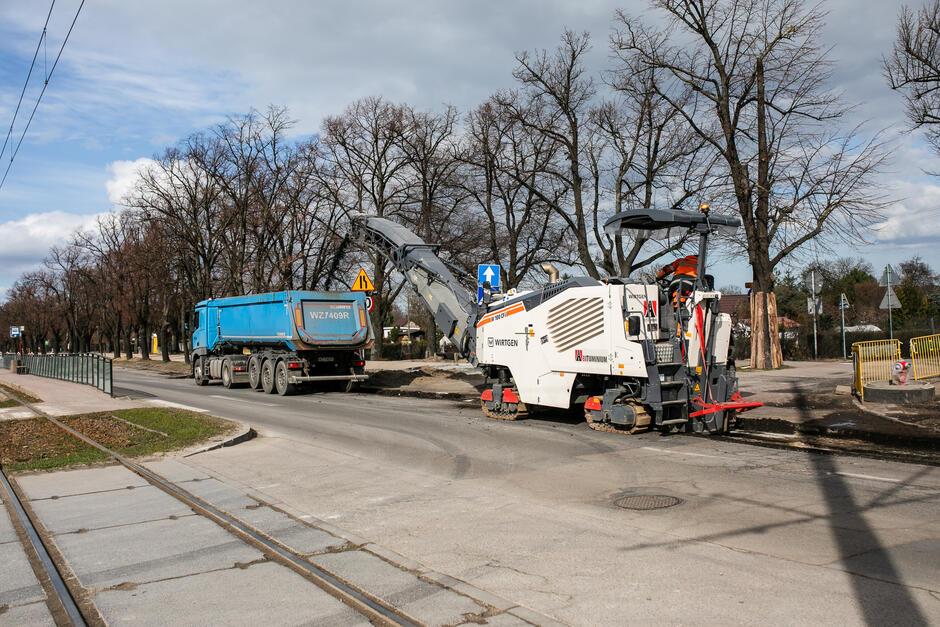 Prace drogowe na al. Hallera potrwają do czerwca 2021 roku