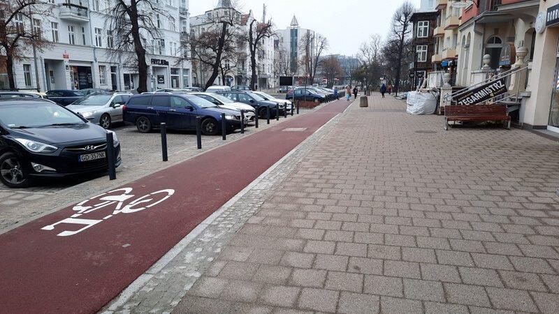DDR wzdłuż ulicy Dmowskiego