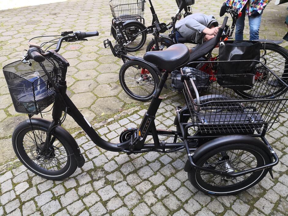 Elektryczny rower trójkołowy zakupiony w ramach europejskiego projektu GreenSAM