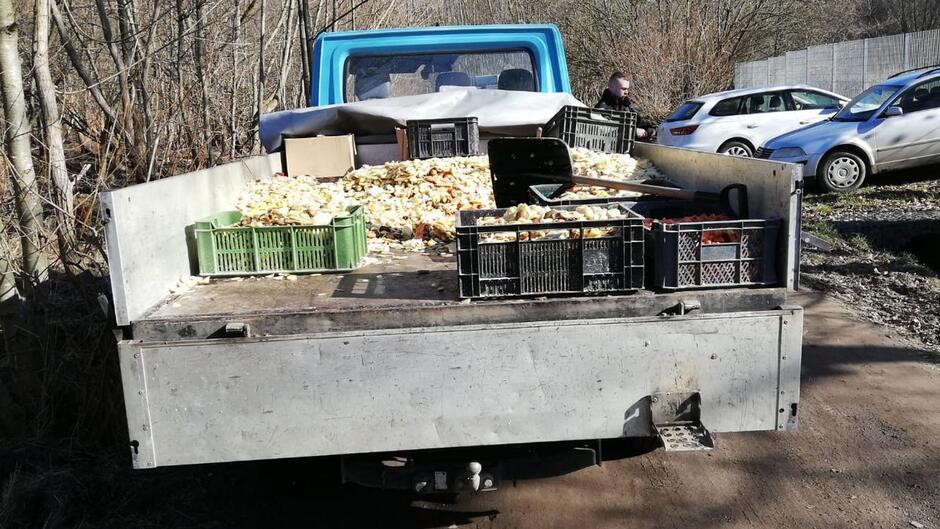 Zrzut odpadów organicznych 1200px