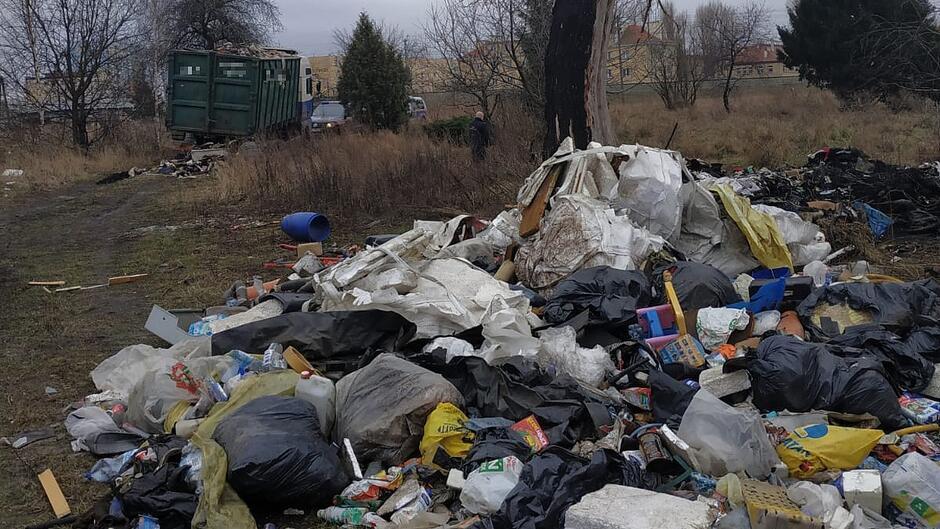 Podrzucanie śmieci Przeróbka 1200px