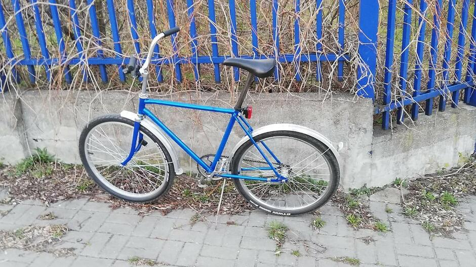 rowerzysta murek1 1200px