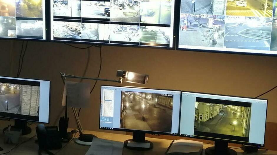 Studio monitoringu, kamery, obserwacja