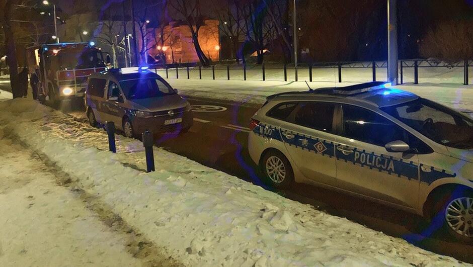 Radiowóz Policji i Straży Miejskiej samochód Straży Pożarnej