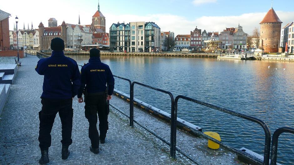Patrol strażników miejskich na Ołowiance