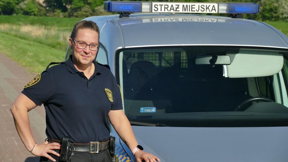 strażniczka radiowóz straży miejskiej.JPG