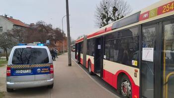 Strażnicy pomagali sprawdzać liczbę pasażerów