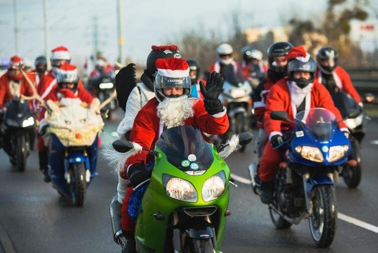 Weihnachtsmänner fahren wieder Motorrad