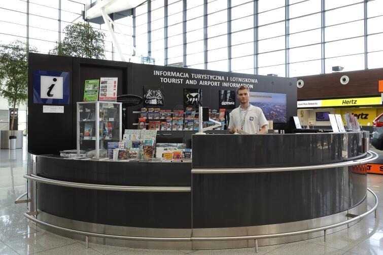 Touristeninformation und Flughafeninformation am Lech Wałęsa Flughafen in Danzig-Rębiechowo