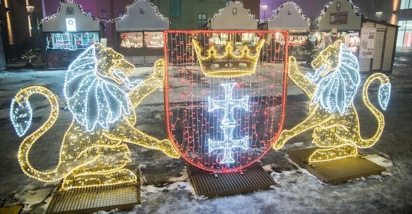 Lichter, Weihnachtsfeiern, Heiligabend und ... Weihnachtsmänner!