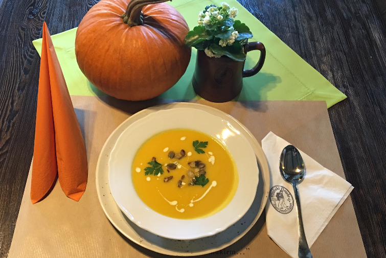 Pumpkin cream soup with ginger and seeds