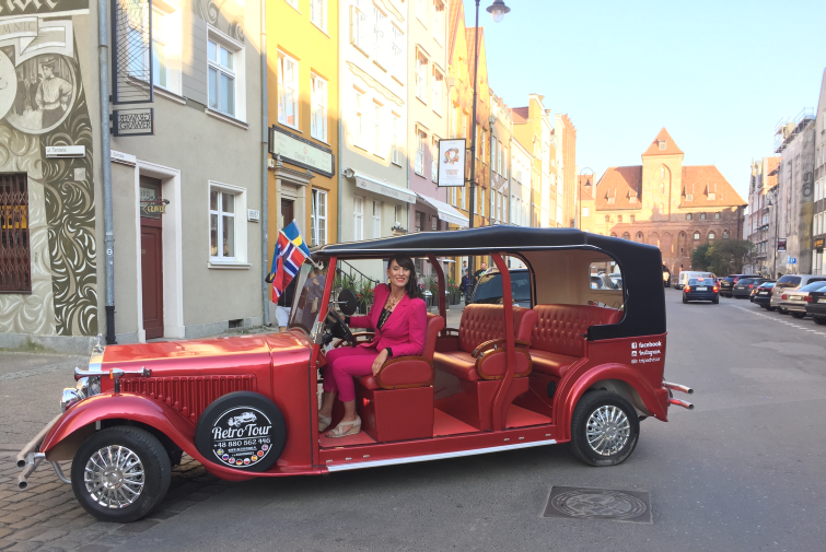 Sightseeing in Gdańsk from a retro car? Elitours Guides!