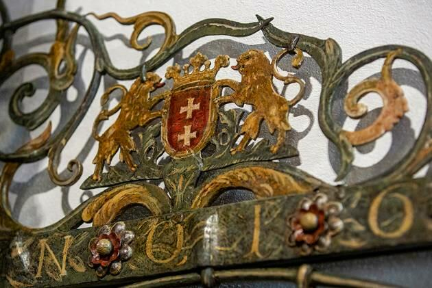 New antique ornaments discovered in the Main Town City Hall