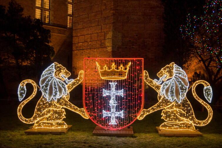 Christmas lights, Christmas trees, Christmas Eve and... Santas!