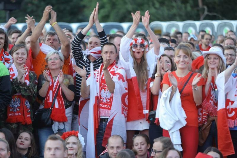 Targ Węglowy znów pełny! Trzy tysiące osób trzymało kciuki za Biało-Czerwonych