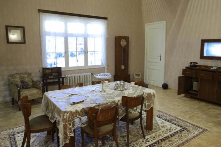 Wnętrze warszaawskiego domu (Muzeum II Wojny Światowej)