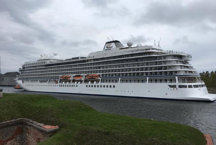 Wycieczkowiec VIKING wpływa do gdańskiego portu