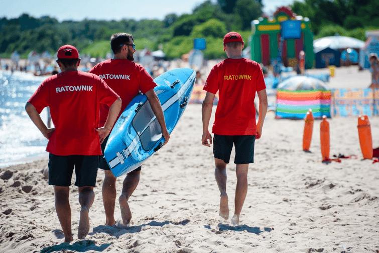 Ratownicy na plaży w Jelitkowie