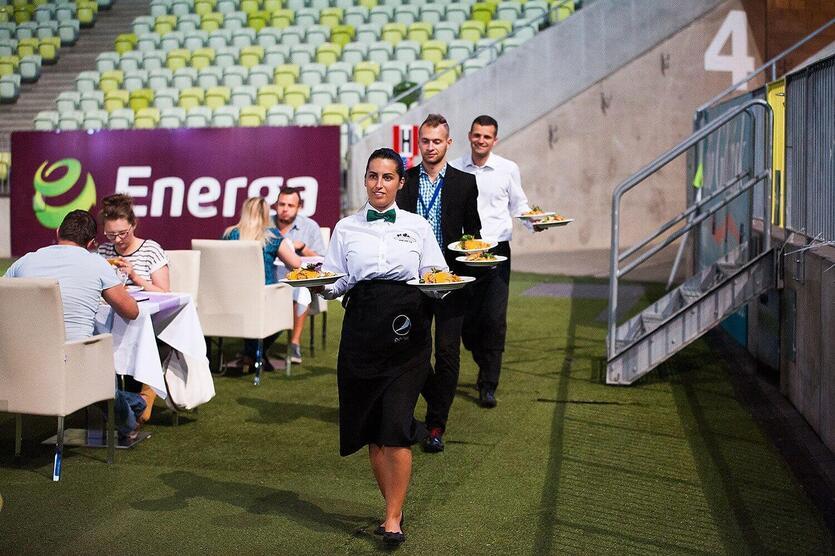Kolacja przy murawie Stadionu Energa Gdańsk